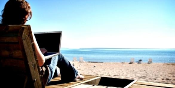 laptop-beach-750x380